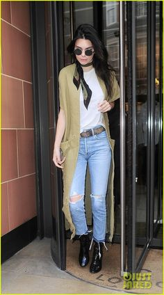 Kendall Jenner Admits She Feels 'Forgotten' By Sisters on New 'KUWTK' | kim kardashian kendall jenner lunch in london 15 - Photo