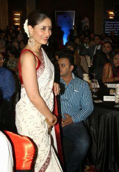 Kareena Kapoor @Indian of the year awards in Red Blouse White Saree