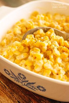 This slow cooker creamed corn is the perfect side dish. A favorite for Thanksgiv… This slow cooker creamed corn is the perfect side dish. A favorite for Thanksgiving! You will love the creamy, sweet, & savory combination of flavors. Dinner Side Dishes, Side Dishes Easy, Vegetable Side Dishes, Side Dish Recipes, Veggie Recipes, Dinner Recipes, Frozen Corn Recipes, Vegetarian Recipes, Ham Recipes