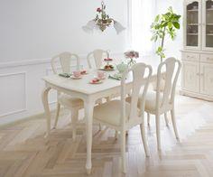 フレンチカントリースタイルの優美なダイニングテーブル「マリアンディール」