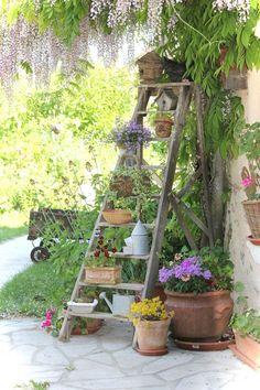 Fantastische Vintage Gartenmöbel Ideen Outdoor Living – Fantastische V… - front yard landscaping ideas on a budget Vintage Garden Decor, Diy Garden Decor, Vintage Gardening, Vintage Outdoor Decor, Garden Yard Ideas, Garden Projects, Garden Tips, Patio Ideas, Diy Patio