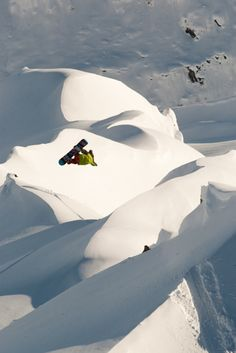 Extreme #snowboarding....looks sooo awesome! Wish I could do that!