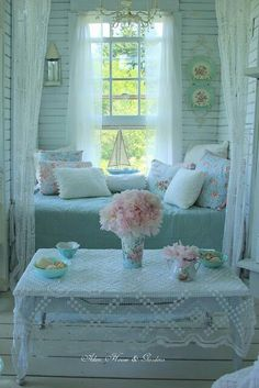 Mind Blowing Tips: Shabby Chic Furniture Sofa shabby chic vanity annie sloan.Shabby Chic Home Decorating shabby chic frames on wall. Shabby Chic Mode, Shabby Chic Interiors, Shabby Chic Living Room, Shabby Chic Bedrooms, Shabby Chic Kitchen, Shabby Chic Style, Shabby Chic Furniture, Shabby Chic Decor, Black Interiors