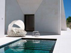 Sofas Canasta -B&B Italia Outdoor - Design of Patricia Urquiola Modern Outdoor Furniture, Garden Furniture, Home Furniture, Furniture Design, Patricia Urquiola, Outdoor Chairs, Outdoor Decor, Small Tables, Plein Air