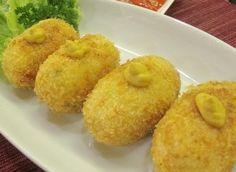 Resep Masakan Kroket Nasi - Resep Masakan Kroket Nasi bisa dibilang camilan yang mengenyangkan. Rasa nya asin gurih karena ada keju yang lezat, tambah enak karena perpaduan daging ayam serta sayuran.