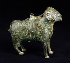 Figur i form af en vædder, støbt og graveret bronze Iran; 12.–13. århundrede H: 13,3; L: 14,5 cm