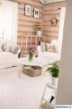 olohuone,puulattia,hirsitalo,pyöröhirsi,valkoinen