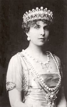 Queen Victoria Eugenia wearing the Turquoise Star tiara. Its current whereabouts are unknown.