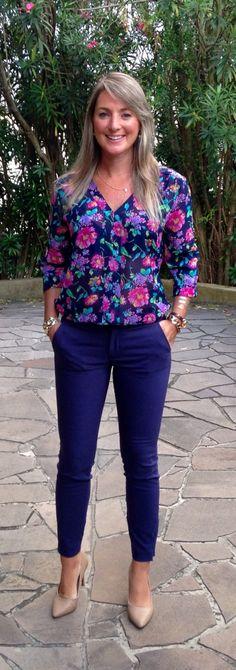 Look de trabalho - look do dia - moda corporativa - calça social - azul marinho - camisa floral - camisa estampada