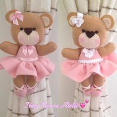 Ursinha prendedor de cortina bailarina para inspirar os amantes do ballet! Ideia super legal para presentear ou confeccionar para vender e . Baby Crafts, Felt Crafts, Kids Crafts, Diy And Crafts, Sewing Projects, Projects To Try, Baby Shawer, Felt Patterns, Sewing Toys