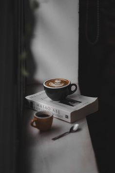 Latte Filled Black Teacup On Top Of Book Near Brown Cup On Window Hd Wallpaper photography Latte Filled Black Teacup On Top Of Book Near Brown Cup On Window Hd Wallpaper Coffee Cup Pictures, Coffee Cup Images, Coffee And Books, I Love Coffee, Coffee Break, Morning Coffee, Coffee Shot, Coffee Cafe, Iced Coffee