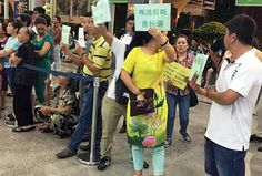 'Kêu cứu' vì hướng dẫn viên Trung Quốc Link: https://vn.city/keu-cuu-vi-huong-dan-vien-trung-quoc.html #TintucVietNam - #VietNam - #VietNamNews - #TintứcViệtNam Cộng đồng hướng dẫn viên (HDV) Hoa ngữ tại Đà Nẵng vừa cho biết đã ký tên tập thể, gửi đơn kiến nghị đến Bí thư Thành ủy thành phố Đà Nẵng, Chủ tịch UBND thành phố cùng giám đốc Sở Du lịch, Sở Văn hóa Thể thao, Công an thà