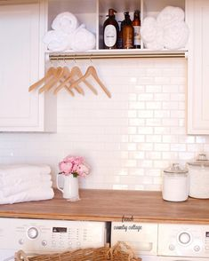 40 Small Laundry Room Ideas and Designs 2018 Laundry room decor Small laundry room organization Laundry closet ideas Laundry room storage Stackable washer dryer laundry room Small laundry room makeover A Budget Sink Load Clothes Country Laundry Rooms, Laundry Room Tile, Laundry Room Remodel, Laundry Room Cabinets, Farmhouse Laundry Room, Laundry Room Organization, Laundry Room Design, Farmhouse Style, Diy Cabinets