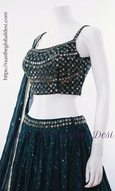 Indian Gowns Dresses, Indian Fashion Dresses, Dress Indian Style, Indian Designer Outfits, Fashion Outfits, Wedding Lehenga Designs, Designer Bridal Lehenga, Kurti Designs Party Wear, Mehendi Outfits