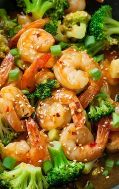 This copycat Szechuan Shrimp and Broccoli recipe is ridiculously tasty and ready in just 20 minutes. Skip the restaurant and whip up this healthy dish at home! food recipes restaurants Szechuan Shrimp and Broccoli - Peas And Crayons Fish Recipes, Seafood Recipes, Asian Recipes, Sriracha Recipes, Prawn Recipes, Brocolli Recipes, Califlower Recipes, Shrimp Recipes Easy, Meat Recipes