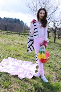 Fashion blogger Veronika Lipar of Brunette From Wall Street sharing what to bring to the first spring picnic