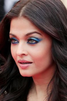 Full Sized Photo of aishwarya rai stuns in golden gown at cannes premiere 25 Aishwarya Rai Cannes, Aishwarya Rai Makeup, Aishwarya Rai Photo, Actress Aishwarya Rai, Aishwarya Rai Bachchan, Deepika Padukone, Bollywood Actress, Bollywood Style, Indian Bollywood