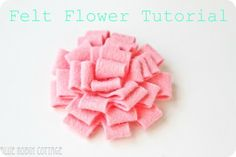 Felt flower tute from Robin Cottage via Skip to My Lou Felt Flowers, Diy Flowers, Fabric Flowers, Paper Flowers, Crafty Craft, Crafty Projects, Crafting, Felt Projects, Sewing Projects