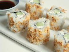 California makis croustillants au concombre & fromage frais - In tartiflette I trust Sushi Recipes, Asian Recipes, Vegetarian Recipes, Cooking Recipes, Sushi Co, Sushi Burger, Yummy Asian Food, Yummy Food, Healthy Food