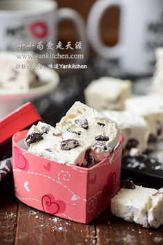 Flaky Asian Buns with Red Bean Paste and Salted Duck Egg Yolks — Yankitchen Blueberry Yogurt Popsicles, Coffee Popsicles, Chocolate Souffle, Dark Chocolate Chips, Asian Buns, Chinese Moon Cake, Flourless Chocolate Cookies, Red Bean Paste, Pecan Cake
