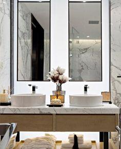 Bathroom Spa, Bathroom Toilets, Modern Bathroom, Master Bathroom, Washroom Design, Bathroom Design Luxury, Bath Design, Bathroom Styling, Amazing Bathrooms