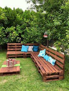 Wood pallet bench