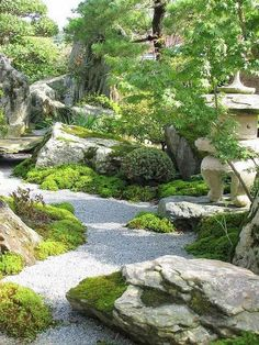 70 Magical Side Yard And Backyard Gravel Garden Design Ideas 67 garden Japanese Garden Landscape, Small Japanese Garden, Japanese Garden Design, Garden Landscape Design, Japanese Gardens, Rock Garden Design, Zen Rock Garden, Meditation Garden, Gravel Garden