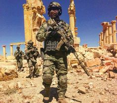 Russian special forces in Palmyra Tadmor a few days ago after ISIS withdrew from the city [720x632]