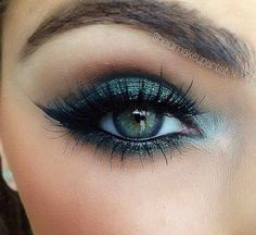 Green Eye Makeup – Winged Eyeliner – Lashes – Green Eyes Green Eye Makeup – Winged Eyeliner – Lashes – Green Eyes – Das schönste Make-up Makeup For Green Eyes, Blue Eye Makeup, Eye Makeup Tips, Smokey Eye Makeup, Makeup Goals, Beauty Makeup, Makeup Ideas, Winged Eyeliner, Green Eyeshadow