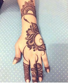 Are you looking for some fascinating design for mehndi? Or need a tutorial to become a perfect mehndi artist? Khafif Mehndi Design, Floral Henna Designs, Indian Henna Designs, Mehndi Designs For Girls, Henna Art Designs, Mehndi Designs 2018, Mehndi Designs For Fingers, Stylish Mehndi Designs, Wedding Mehndi Designs