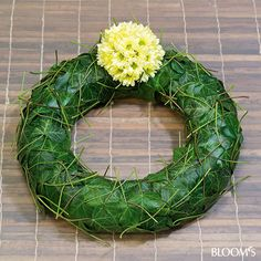 Modern Funeral Flowers: Funeral wreaths with foliage and flower jewelry - ivy leaf garland Flower Wreath Funeral, Funeral Flowers, Grave Decorations, Flower Decorations, Fall Flowers, Diy Flowers, Funeral Flower Arrangements, Funeral Tributes, Memorial Flowers