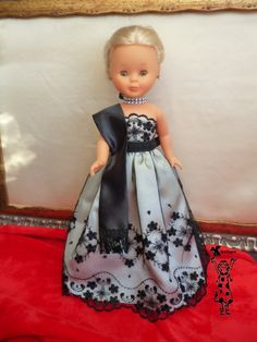 Tenía pensado hacer una pequeña colección de modelos  para navidad ,    y presentarlos todos juntos    pero como no es que ande muy sob... Doll Clothes Patterns, Clothing Patterns, Sewing Patterns, Vestidos Nancy, American Girl Crafts, Wellie Wishers, Barbie I, Bobby, Flower Girl Dresses