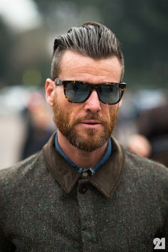 Hair Styles 2018 Hipster beard - the most manly, sovereign and uncompromising beard hairstyle Hipster Bart, Hipster Stil, Men Hipster, Men's Hipster Hair, Hair And Beard Styles, Long Hair Styles, Slicked Back Hair, Undercut Hairstyles, Men Undercut