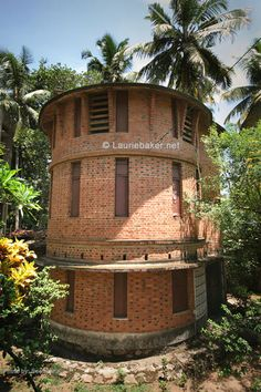 Sri's: Master Mason - Laurie Baker ! Vernacular Architecture, Sustainable Architecture, Natural Building, Green Building, Gaudi, Architecture Organique, Brick Images, Brick Arch, One Bedroom Apartment
