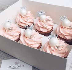 Ideas For Birthday Cupcakes Chocolate Sweets Cupcakes Rosa, Fancy Cupcakes, Yummy Cupcakes, Birthday Cupcakes, Valentine Cupcakes, Baking Cupcakes, Moist Cupcakes, Small Cupcakes, Holiday Cupcakes