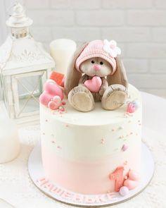 Ми-ми-мишный тортик для малышки🌹 #яшинаолеся #instatagil #instacake #cake_russia #cake #cakes #cake_russia_news #tagil #tastygram #gdetort #cakeinspiration #cakedecor #tagilcity #tagilrulit #tagilgram #тортекб #тортекатеринбург #тортвтагиле #назаказвтагиле #кремовыйтортвнижнемтагиле #кремовыйтортекатеринбург #этотагилдетка #тагильскийинстаграмм #тортывнижнемтагиле #russiancake #artcake #тортназаказекатеринбург Bunny Birthday Cake, Toddler Birthday Cakes, First Birthday Cakes, Easter Cake, Bolo Laura, Rodjendanske Torte, Rabbit Cake, Baby Girl Cakes, Cake Craft