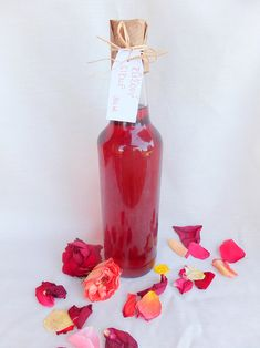 Růžový sirup Hot Sauce Bottles, Food And Drink, Drinks, Mockup, Foods, Recipe, Flowers, Syrup, Drinking