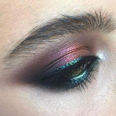 Make Up; Look; Make Up Looks; Make Up Augen; Make Up Prom;Make Up Face; Silver Eyeshadow, Smokey Eyeshadow, Eyeshadow Makeup, Lip Makeup, Makeup Salon, Devil Makeup, Witch Makeup, Clown Makeup, Makeup Studio