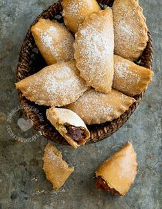 Empanaditas Dulces (Fruit Jam Turnovers) Recipe: The perfect companion to a cup of Dominican coffee, it also doubles as a buffet favorite. Mexican Sweet Breads, Mexican Food Recipes, Sweet Recipes, Dessert Recipes, Desserts, Flan Cake, Turnover Recipes, Puerto Rico Food, Empanadas Recipe