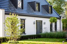 Source by The post Modernes Notarhaus – High ■ Exklusives Wohnen und Garteninspiration. Exterior Design, Interior And Exterior, Home Structure, White Houses, Bungalow, Architecture Design, House Plans, New Homes, Home And Garden