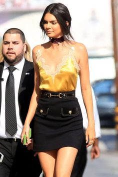 Se você é fã do estilo da top Kendall Jenner sabe que um dos acessórios que a modelo não vive sem são as chokers.