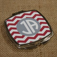 Personalized Compact with Mirror - Great gift for bridesmaids