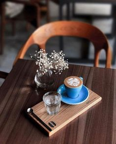 """Love the idea of coffee """"framed"""" with water on the side for serves like Espresso and Cortado. Coffee And Books, I Love Coffee, My Coffee, Coffee Break, Morning Coffee, Coffee Puns, Decaf Coffee, Coffee Latte Art, Coffee Cafe"""