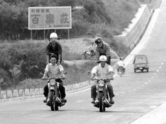 1959年(昭和34年)爆音をまき散らしながら走り回るカミナリ族