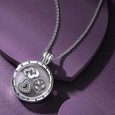 SO PRETTY! ----- Cherish your unique memories in a vintage-style way with PANDORA's innovative floating necklace locket. Classic and elegant in design, its sterling silver frame and clear glass walls lovingly display and protect your sweet treasures. #PANDORA #PANDORAnecklace #AW16