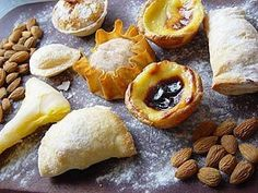 Doces Portugueses:  Pastel de natas, pastel de Santa Clara, papo de anjo, toucinhos do céu, etc.
