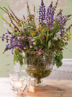 centro de flores en un jarrón