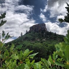 castle rock co. I have seen this up close! Wonderful Places, Beautiful Places, Amazing Places, Castle Rock Colorado, Sky Gazing, Outdoor Photos, Outdoor Spaces, Colorado Homes, Cool Places To Visit