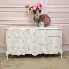 Curvy 9 Drawer Dresser in White with Roses