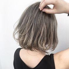 おしゃれ女子の間で人気の「ハイライトカラー」。髪に動きが生まれてプリンも目立たないなど嬉しいことずくめですが、派手になりそうと敬遠している人も多いのでは?けれど、入れ方によってその仕上がりはさまざま!今回は、なりたいイメージ別のハイライト見本をボブヘアに絞ってご紹介します。